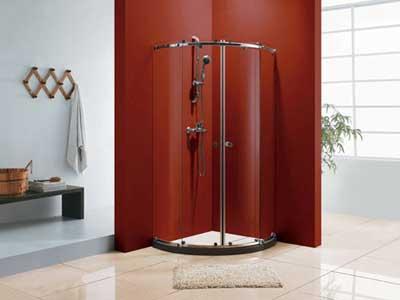 Ванная с душевой кабиной.